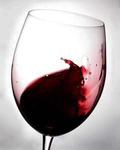 Декантирвоание вина в танцующем бокале